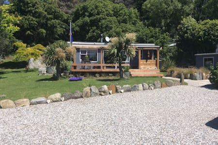 Cabbage tree cottage - Luggate