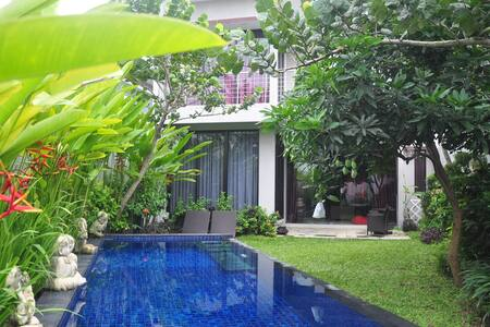 Private Home with Private POOL for 10 -12 people - Kabupaten Sleman