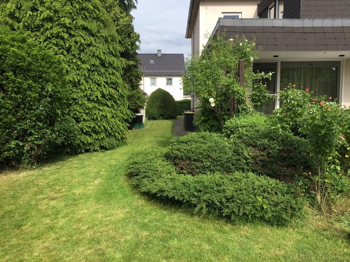 Entire house, quiet city location, garden, parking