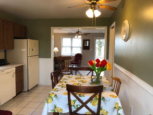 Serene 1 floor rental in Amish county