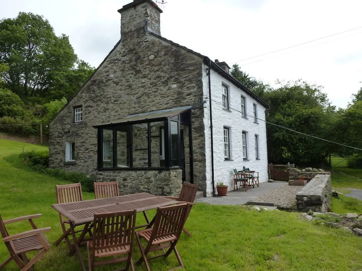 Secluded cottage close to Machynlleth