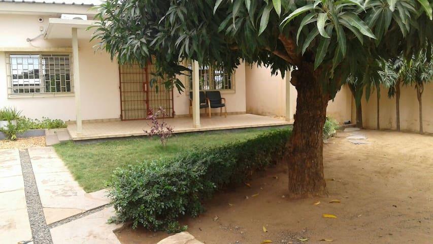 Maisonette avec jardin et grande cour - Lomé - Dům