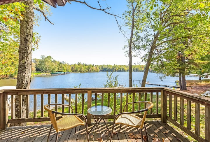Charming, dog-friendly villa w/ fireplace, deck & views of Voyageur Lake!