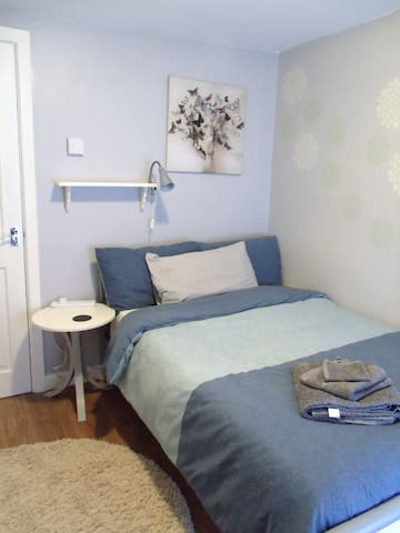 Cosy room near Swansea (SA7), breakfast included - Birchgrove
