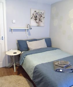Cosy room near Swansea (SA7), breakfast included - Birchgrove - Rumah