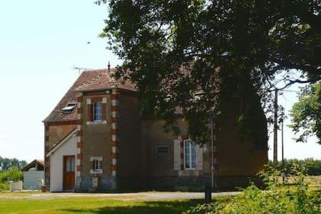 Maison de campagne 175m2 proche du Pal - Chapeau