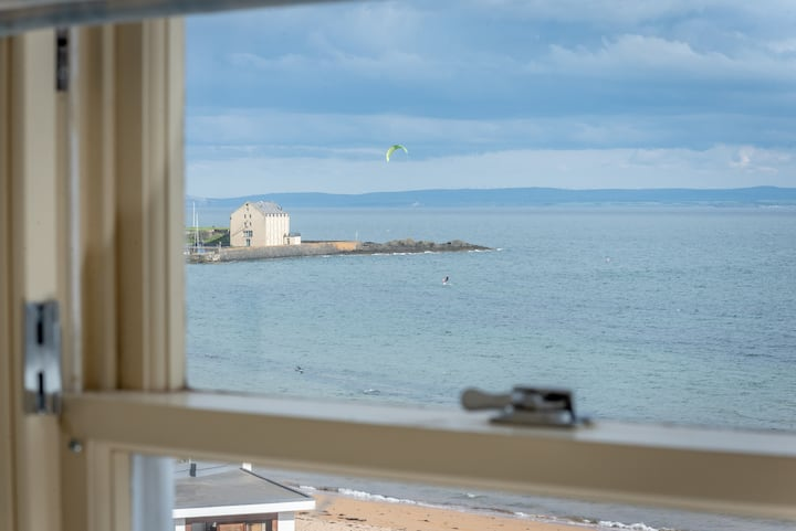 Stylish 3 bedroom apartment, access to the beach