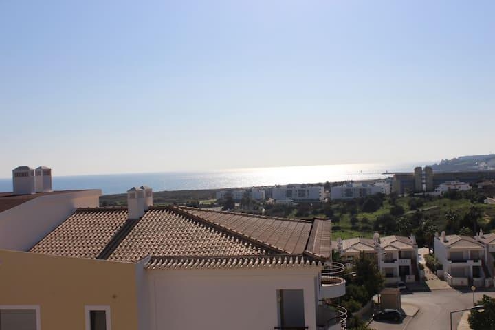 Apartamento com espetacular vista frontal de Mar