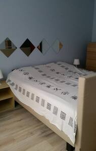 Nice bedroom with private bathroom and toilet - Auderghem - Dům