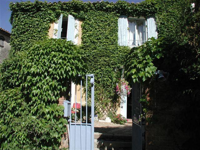 Beautiful Old House near Uzes  - Euzet les bains - Haus