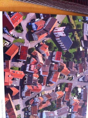 德国法兰克福郊区小镇的独立2层木屋 - Wartenberg - Huis