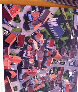 德国法兰克福郊区小镇的独立2层木屋 - Wartenberg