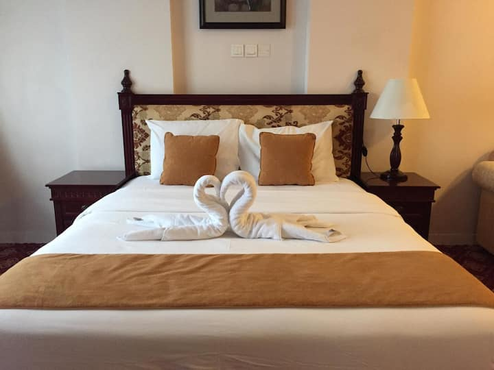 king bed room in hotel