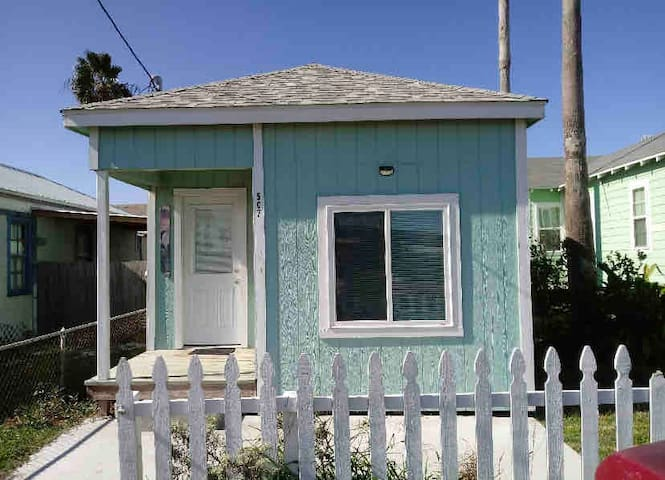 Mermaid Cottage- Historic Heritage District
