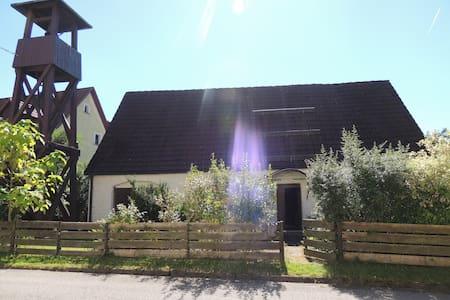 Landhaus mit Glockenturm - Hirschbach