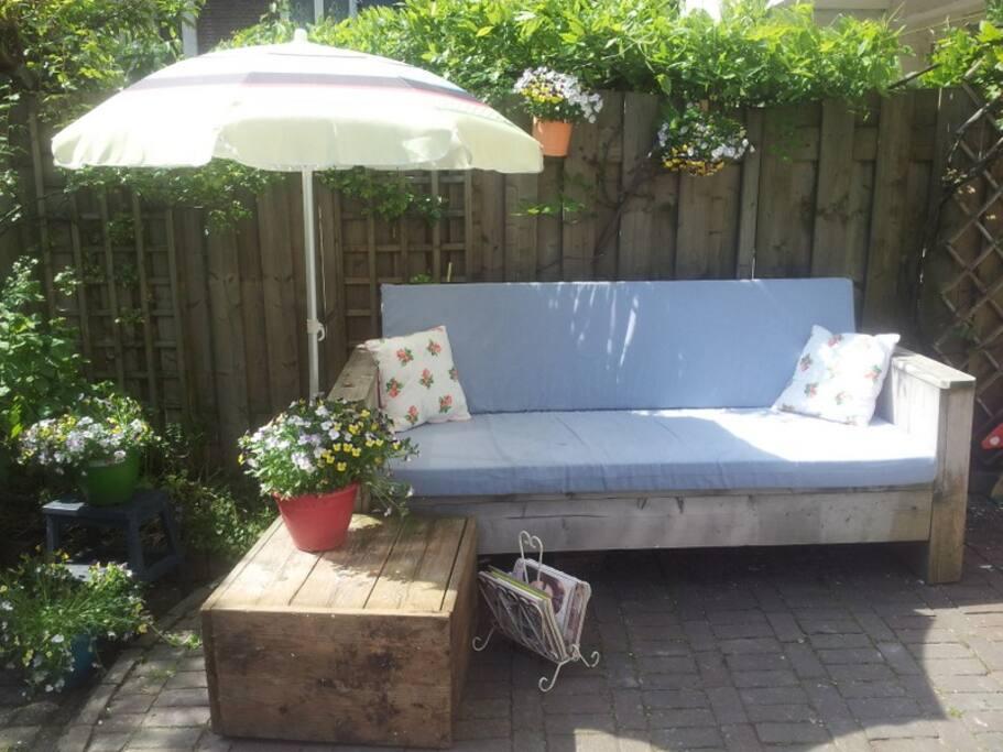Relaxing quiet garden hang-out