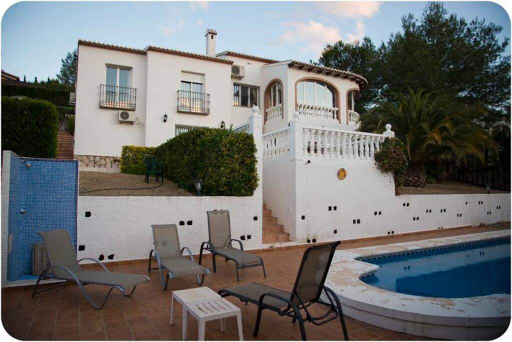 villa 4 chambres 3 salles de bains villas louer javea communaut valencienne espagne. Black Bedroom Furniture Sets. Home Design Ideas