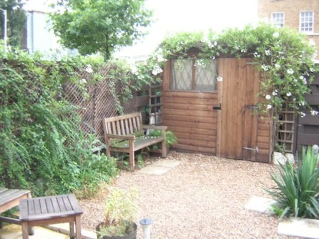 LOVELY DOUBLE ROOM WITH ROOF GARDEN IN LONDON