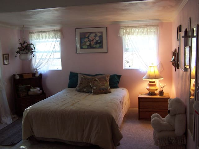 Ranch Stay in Country Master Suite - Winters - House