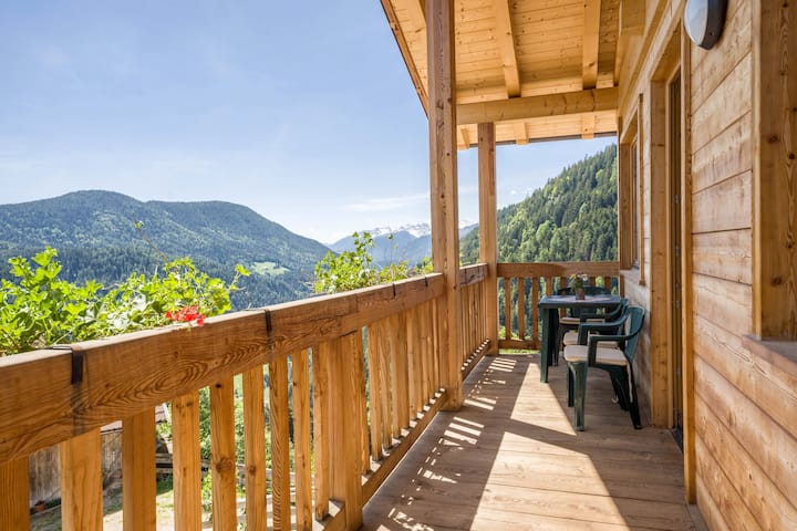 Charming Cottage Eckgenn with Wi-Fi, Mountain View, Garden & Terrace; Parking Available