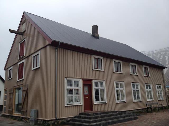 Cozy & cool in heart of Ísafjörður - Ísafjörður - Daire