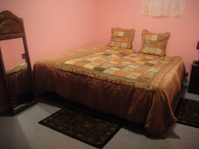 New Clean Spacious Bed & Breakfast - Staten Island - Bed & Breakfast