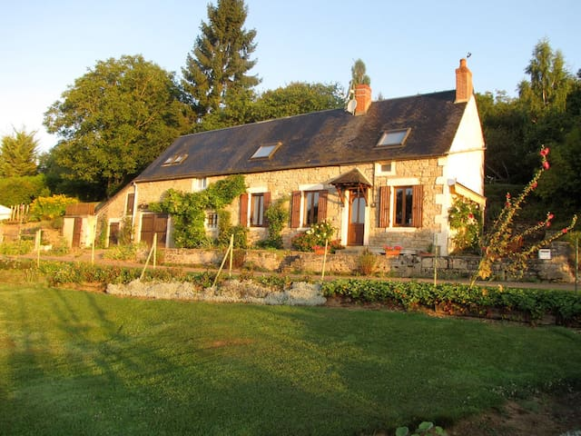 Charming Burgundy Farmhouse &Garden - Montenoison - Casa