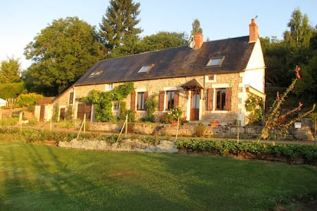 Charming Burgundy Farmhouse &Garden - Montenoison - Talo