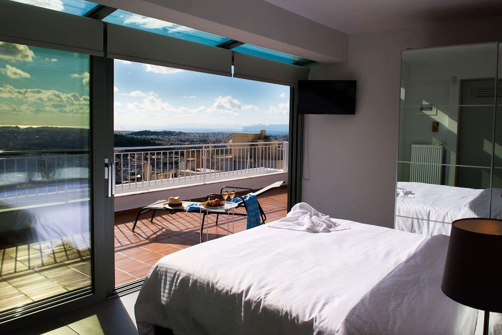 Bedroom on 7th floor with view of Acropolis