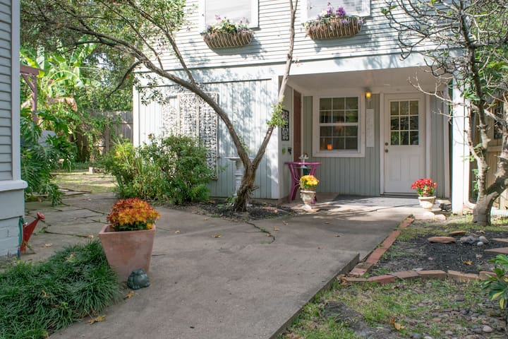 COTTAGE GARDEN: Heights 2-bath, 2 bedroom, 2-story - Houston - Maison