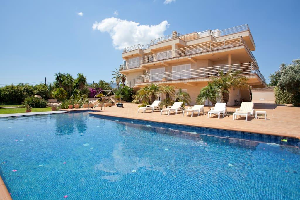 Moderna mansi n con piscina casas en alquiler en palma - Piscinas en palma de mallorca ...