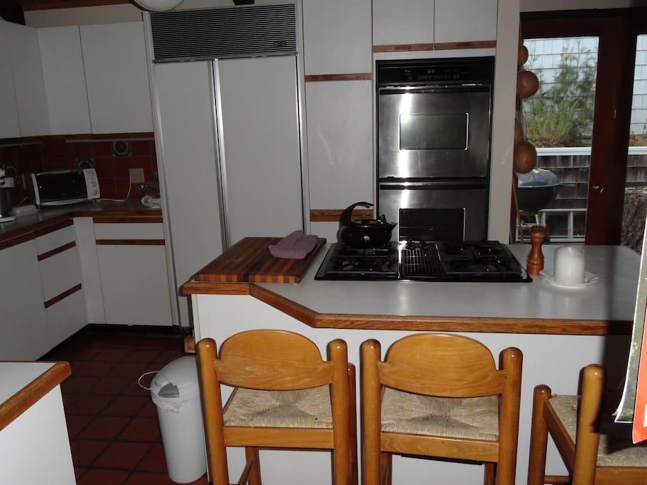 Access to fully stocked kitchen, to be arranged with host. Coffee maker, toaster oven, microwave.