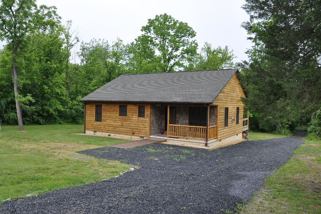 Bear timbers cabin houses for rent in rileyville for Log cabins in shenandoah valley