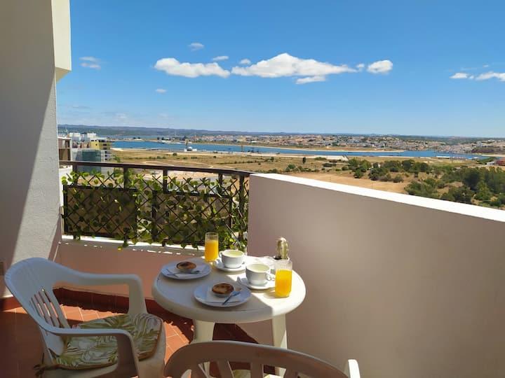 Casa Praia da Rocha vista mar & rio by WAVE HOMES