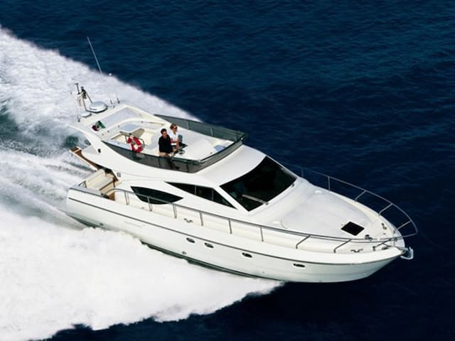 Luxury Yacht in middle of the Puerto Banus! - Marbella - Barco