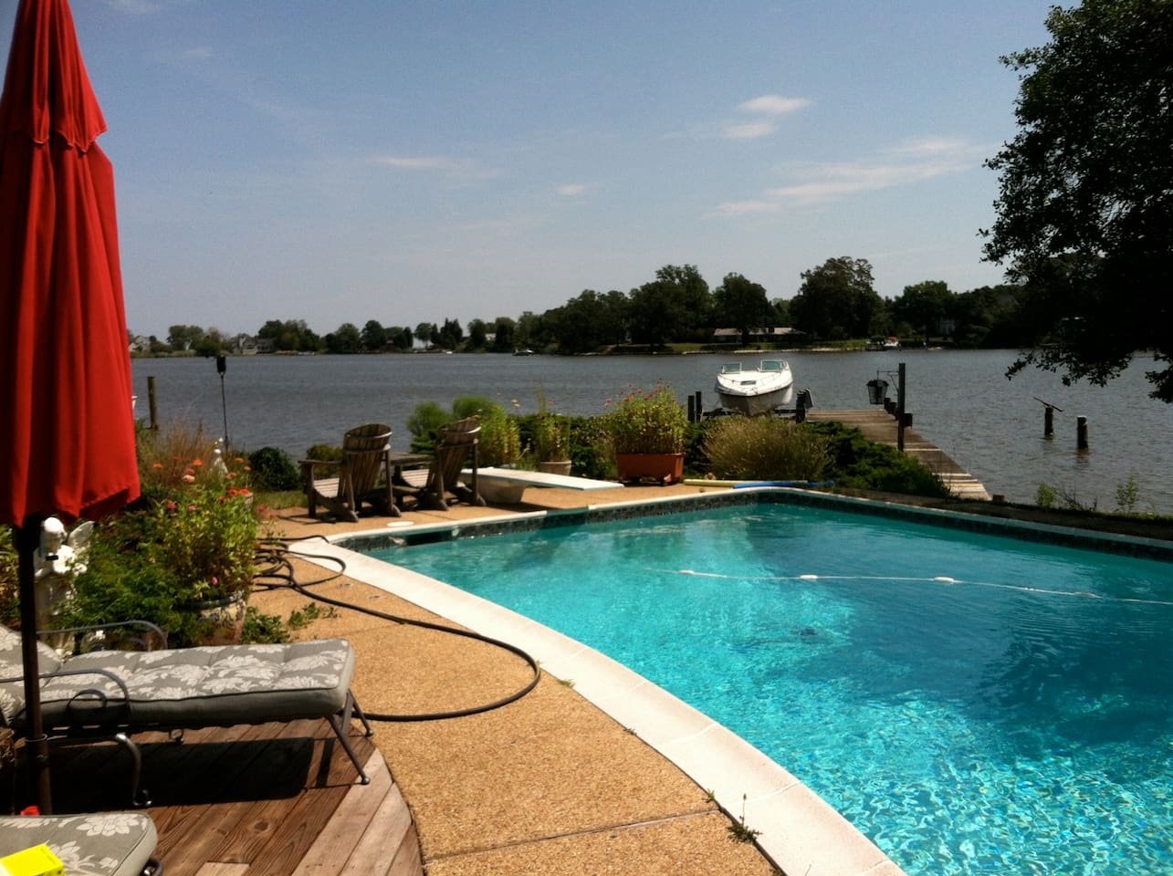 Beautiful Waterfront in Cape St Claire with POOL!