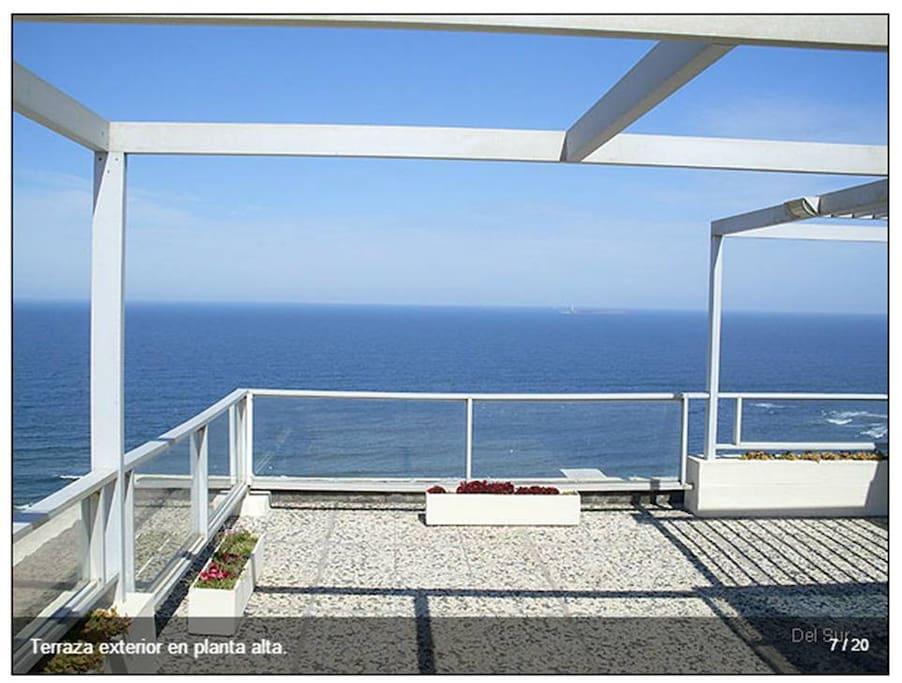 Hermosa vista de toda la punta! Se ven ambas playas. Terraza descubierta completamente privada! (tiene tambien un espacio vidriado para las noches frescas)
