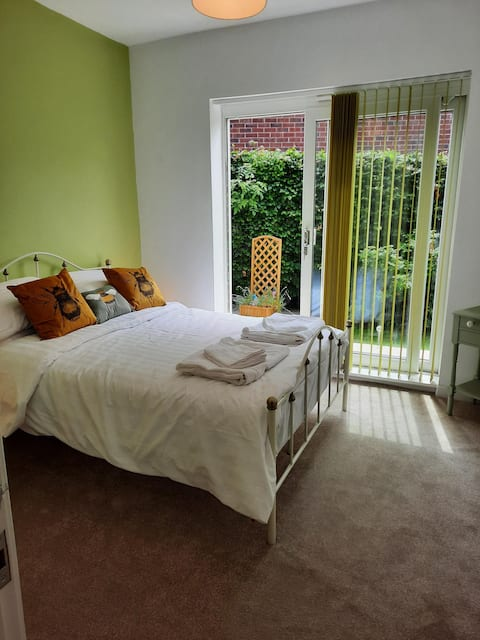 Double Room with private shower room, Heald Green