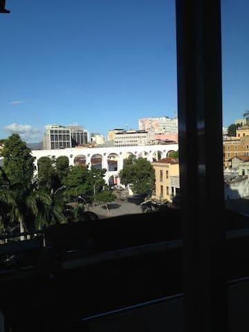 Vista da janela do apr para os Arcos da Lapa