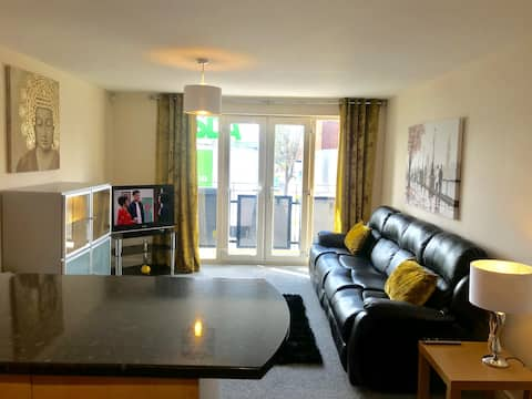All Yours! - Fantastic Serviced 2 bed Apartment
