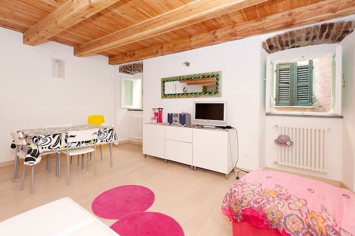 Lovely duplex - trekking & relax (free parking) - Monte Marcello - Apartamento