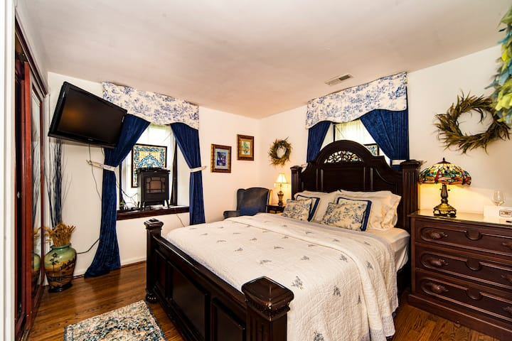 Stone Manor Boutique Inn - Blue Delft Suite