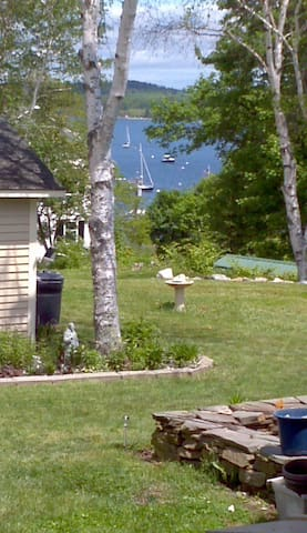 In town Castine with water views - Castine - Huis