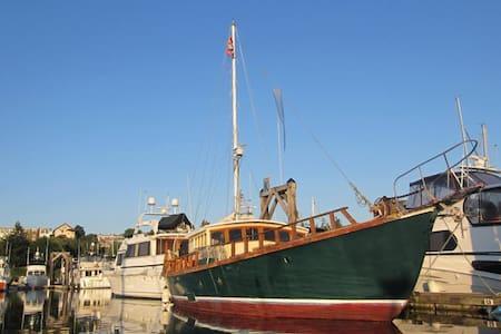 Wharfside Boat n Breakfast Forward - Friday Harbor