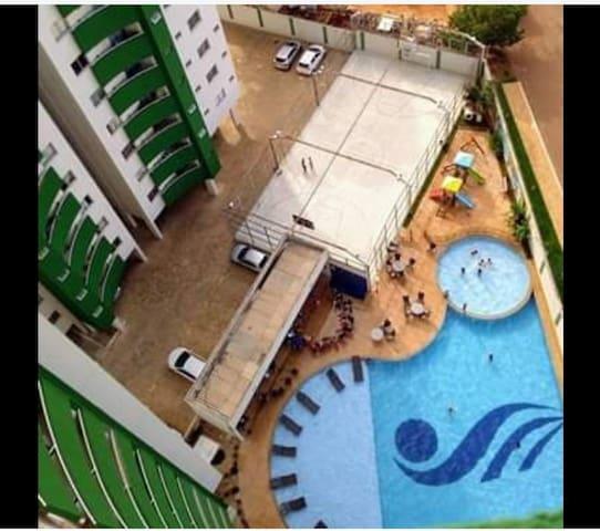QUARTO EXCLUSIVO em APTO com piscina