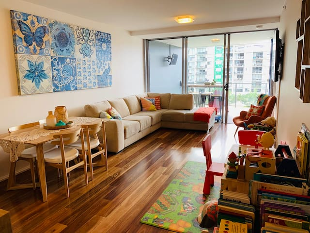 3BR Stunning West End Apartment