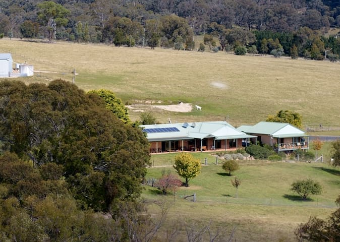 Inverness Farmstay near Oberon, NSW - O'connell - Blockhütte