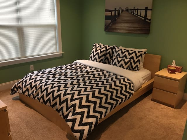 Single Bedroom in New Home - Green - Holmes - Haus