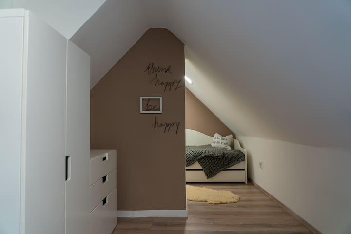 Blick zum 3. Schlafbereich- ein schöner Schlafplatz nicht nur für kleine Gäste