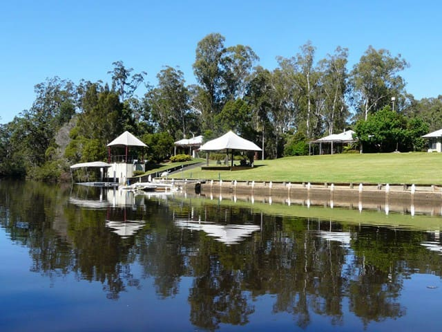 Sunny modern riverside cottage 1 - Taree
